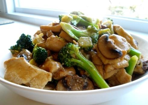 chicken mushroom broccoli stir fry